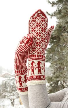 """Ravelry: Mittens with Christmas pattern in """"Fabel"""" pattern by DROPS design Fingerless Mittens, Knit Mittens, Knitted Gloves, Knitting Socks, Knitting Needles, Holiday Crochet, Christmas Knitting, Drops Design, Mittens Pattern"""