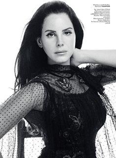 Лана Дель Рей (Lana Del Rey) украсила страницы ноябрьского Vogue Turkey.