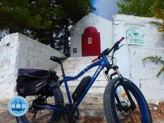 Electric cycling in Greece: During a cycling holiday in Greece you cycle through the impressive nature and get acquainted with the culture. Electric Mountain Bike, Cycling Holiday, Greece Holiday, Walking In Nature, Mountain Biking, Beautiful Places, Small Backpack, Bicycling