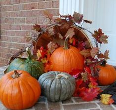 outdoor fall decorating ideas:stunning delightful idyllic outdoor halloween decoration ideas introducing fall porch decor with various pumpkins with traditional bucket and beauty f Halloween Veranda, Halloween Porch, Outdoor Halloween, Fall Halloween, Outdoor Thanksgiving, Thanksgiving Decorations, Halloween Decorations, Church Decorations, Outdoor Decorations