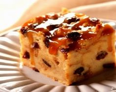 Raisin Bread Pudding --- Serve this delicious Raisin Bread Pudding with whipped cream or with milk for breakfast for a change of pace. Or just serve it as a delicious dessert! Köstliche Desserts, Delicious Desserts, Yummy Food, Cuban Desserts, Pudding Recipes, Cake Recipes, Dessert Recipes, Bread Recipes, Cake Sans Oeuf