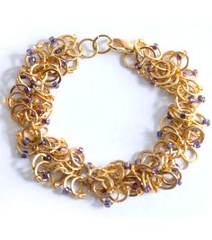Very interesting chainmaille pattern - gotta try it!