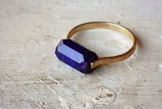 One faceted lapis tube stone fits snugly between and hand forged and formed gold fill ring band. We think this makes an excellent bridesmaid gift, birthday pres Bijoux Lapis Lazuli, Ringe Gold, Gemstone Rings, Silver Rings, Emerald Cut Rings, Alternative Engagement Rings, Crazy Lace Agate, Ring Verlobung, Jewelry Rings