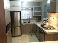 Cocina color cenizo con cubierta de Granito Blanco Itaunas . Informes : www.interioresyexterioresgrand.com.mx (Mty, N.L.)