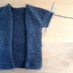J'avais oublié à quel point c'est agréable et rapide de tricoter en 5mm. Me voilà déjà rendue aux manches.  # I had forgotten how nice and quick it is to use size 8 needles. Already at the sleeves part.  #babysophisticate #himalaya #everyday #layette #magicloop #knittersofinstagram #knittingforbabies #lachambredebasile #ravelry by annaetlespetiteschoses