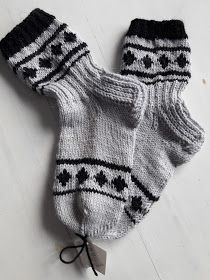 Knitting Socks, Fashion, Bedroom Slippers, Tights, Knit Stitches, Knit Socks, Moda, Sock Knitting, Fasion