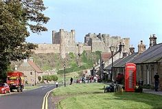 Bamburgh-village-and-castle.jpg (379×254)