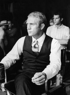 American actor Steve McQueen - sits with a cigarette and mug during a break in production on the set of director Norman Jewison's film, 'The Thomas Crown Affair'. McQueen is wearing a vest and a satin necktie. Actor Steve Mcqueen, Steve Mcqueen Style, Karl Lagerfeld, Steeve Mcqueen, Thomas Crown Affair, Cinema, Costume, Bruce Lee, Famous Faces