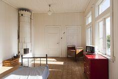 Vacker panel på väggen.  Bilder: Björkudden, Vaxholm | Sjönära
