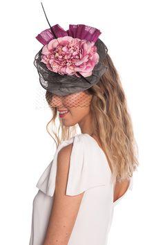 Tocado Grey & Pink Fascinator Hats, Headpiece, Fascinators, Races Fashion, Ootd Fashion, African Hats, Stylish Hats, Wedding Hats, Royal Weddings