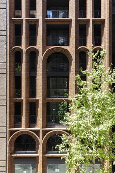 World Architecture Community News - Koichi Takada Architects creates a sculpted form made of hand-brick material for new tower in Sydney Building Facade, Building Design, Arch Architecture, Neoclassical Architecture, Classic Architecture, Brick Material, Brick Facade, Facade Design, Architect Design
