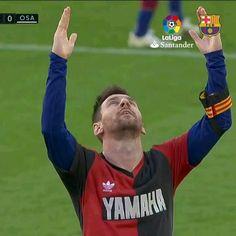 Cr7 Messi, Messi Gif, Messi Soccer, Messi And Ronaldo, Fc Barcelona Players, Lionel Messi Barcelona, Barcelona Football, Barcelona Soccer, Messi Goal Video