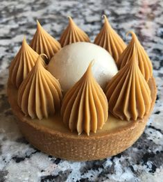 Post unique Tartelette Caramel Tonka Dulcey & patisserie by chris The post Post unique & Patisserie appeared first on Patisserie . Salted Caramel Cake, Caramel Tart, Caramel Cheesecake, Pastry Recipes, Cake Recipes, Dessert Recipes, Fancy Desserts, Fancy Cakes, Patisserie Fine