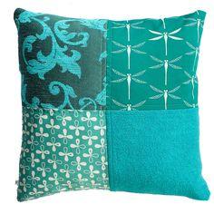 Handgemaakte kussens in turquoise van Ookinhetpaars.
