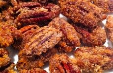Sweet Paul: My Happy Dish: Spiced Pecans from Ann Fulton of Fountain Ave. Kitchen Recipe I like to add teaspoon of Cayenne Appetizer Recipes, Snack Recipes, Cooking Recipes, Snacks, Appetizers, Dessert Recipes, Spiced Pecans, Cinnamon Pecans, Glazed Pecans