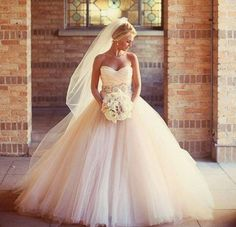 Every time I see this dress I fall in love with it all over again...