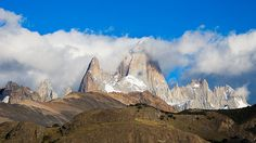 El cerro Chaltén / Fitz Roy, se encuentra dentro de el Parque Nacional Los Glaciares en el lado argentino, y el Parque Nacional Bernardo O'Higgins, del lado de Chile.