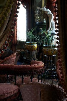 Home Decorating Magazines Usa Product Victorian Home Decor, Victorian Parlor, Victorian Interiors, Dark Interiors, Victorian Homes, Bohemian Interior, Gothic House, Interiores Design, Home Decor Inspiration
