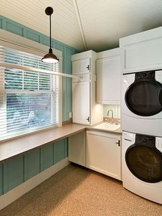 Great Ideas To Arrange Small Space For Mudroom Laundry (17)
