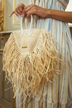 Marvelous Crochet A Shell Stitch Purse Bag Ideas. Wonderful Crochet A Shell Stitch Purse Bag Ideas. Fashion Mode, Paris Fashion, Fashion Bags, Crochet Shell Stitch, Crochet Hook Set, Lv Bags, Purses And Bags, Jacquemus Bag, Ethno Style