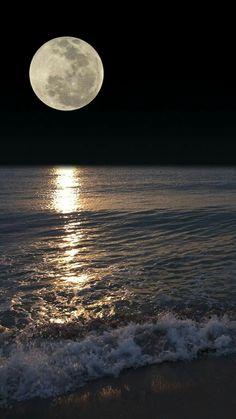 Pin by peter prochaska on hintergrund in 2019 лунный свет, луна, пейзажи Shoot The Moon, Moon Photos, Full Moon Pictures, Moon Photography, Good Night Moon, Night Night, Moon Magic, Beautiful Moon, Super Moon