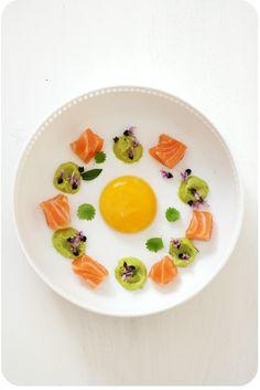 Onsen-Ei(gelb) 59/45 mit Guacamole, Lachs-Sashimi und Tulsiblüten | Arthurs Tochter Kocht von Astrid Paul