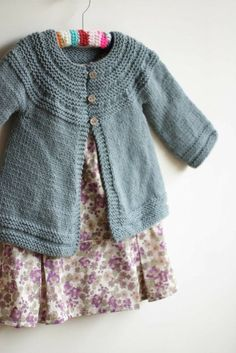 Baby Knitting Pattern Kids Cardigan Must Knit October schoenstricken. Baby Knitting Patterns, Knitting For Kids, Free Knitting, Knitting Projects, Crochet Patterns, Cardigan Pattern, Baby Cardigan, Baby Sweaters, Knitting Sweaters