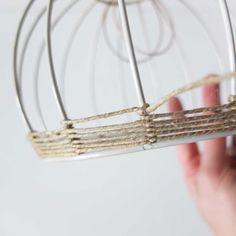 © Cécile Guarino-Scailliérez pour Misc - All For Decoration Chandelier Design, Diy Chandelier, Lamp Design, Iron Chandeliers, Suspension Diy Luminaire, Diy Abat Jour, Basket Lighting, Lighting Ideas, Diy Light Fixtures