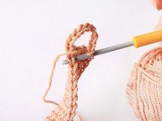 Háčkovaná taška | Korálky.stoklasa.cz Crochet Diy, Filet Crochet, Crochet Hooks, Bag Pattern Free, Crochet Basket Pattern, Bag Patterns To Sew, Crochet Patterns For Beginners, Diy Net Bags, Crochet Market Bag