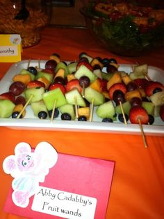 Abby's fruit wands. Sesame Street party Elmo First Birthday, 2nd Birthday Party For Girl, Joint Birthday Parties, Twin Birthday, Birthday Ideas, Sesame Street Snacks, Sesame Street Party, Sesame Street Birthday, Elmo Party