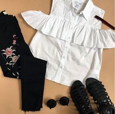 Never underestimate the power of a good #ootd on a bad day #urbanplanet  Floral Embroidered Frayed Hem Jean (Shop link in bio)
