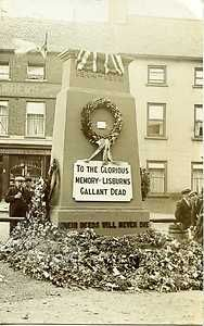 LISBURN OLD TEMPORARY FIRST WORLD WAR MEMORIAL IN MARKET SQUARE - RP POSTCARD