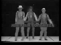 """Guillermo Fantástico González. Programa Viva La Juventud / 1980  Guillermo José Manuel González Regalado: presentador, actor y empresario.Nacido en Gran Canaria.1945. Su primera telenovela se llamaba """"Historia de Tres Hermanas"""" donde fue su impulso para ser animador de televisión primeramente para RCTV, del concurso entre estudiantes """"Viva la Juventud"""". De ahí pasa a presentar el musical maratónico sabatino, """"Fantástico"""", donde adoptó su nombre artístico por el que pasó a ser conocido."""