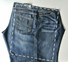 Jeans Bag Patterns: 12 Amazing Recycled Jeans Bags With Patterns scroll down. Want to know how to make a bag from old ill-fitting jeans? Check out these inspiration denim bags with usefull patterns and you can tra. Artisanats Denim, Denim Purse, Denim Bags From Jeans, Sewing Jeans, Diy Jeans, Jean Diy, Denim Handbags, Diy Vetement, Diy Mode