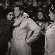 Farah Khan hugs Salman on the sets of Jab Pyar Kisise Hota Hai - Provided by Masala.com