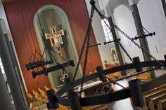 Wnętrze dominikańskiego kościoła św. Jacka w Rzeszowie, fot. Marcin Mituś  #kościół #dominikanie #śwjacek #żyrandole #świątynia #rzeszów #op #ikony