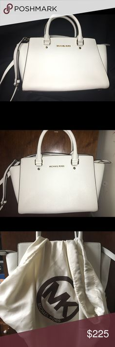 375c03b1f91ba2 TAKING OFFERS NOW Vintage White Michael Kors 💥Vintage White Michael Kors  Shoulder Tote 👜💥 excellent condition doesn't look like it's ever been  used.