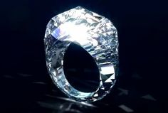 Diamond ring - Completely carved out of one large diamond. 15 carats, Estimated at 70 million dollars.
