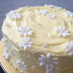 Taking a break from #fashion to make a #pretty #floral #cake instead!