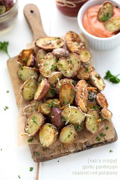 Extra-Crispy-Baked-Garlic-Parmesan-Red-Potatoes-with-Homemade-Fry-Sauce.jpg (600×900)