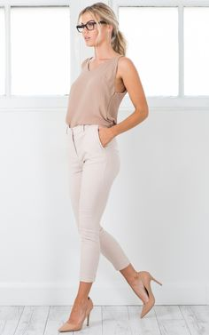 Cute outfit idea to copy ♥ For more inspiration join our group Amazing Things ♥ You might also like these related products: - Jeans ->. Casual Maternity Outfits, Maternity Work Clothes, Nude Outfits, Heels Outfits, Outfit Jeans, Classy Outfits, Cool Outfits, Fashion Outfits, Pregnancy Outfits