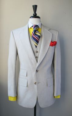 """Gingham suit"" / Jaune + gris clair / Pochette rouge / Mondrian or what ?!"