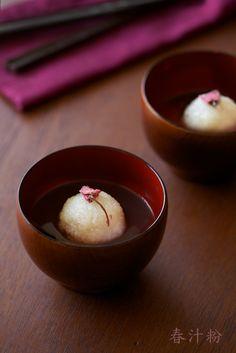 Elegance in Simplicity.    Shiruko - sweeten azuki bean soup with rice cake 汁粉