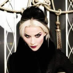Daphne Guinness - love her signature hair.