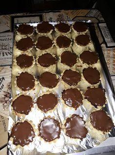 zserbokosarkak Winter Food, Nutella, Waffles, Muffin, Food And Drink, Cookies, Drinks, Breakfast, Cake