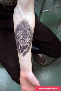 unique Tattoo Trends - 14 Inspiring Wolf Tattoo Designs And Ideas Tattoos Masculinas, Neue Tattoos, Body Art Tattoos, Sleeve Tattoos, Cool Tattoos, Tattoo Skin, Celtic Tattoos, Wolf Tattoo Design, Wolf Tattoos For Women