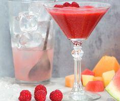 En krämig alkoholfri drink som passar lika bra som lätt dessert. Med frysta hallon och vit sirap är drinken enkel att göra. Mixa gärna i blender. En matberedare går också bra men då blir daiquirin något mindre slät.