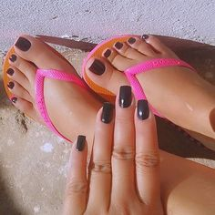 Oi gente ! Acordei com uma dor na cabeça dos infernos pqp, alguém corta minha cabeça fora fazendo favor  #apaixonadoporpes #instafeetlove #instafoot #instalove #perfectfeet #pezinhos #teamprettyfeet #pezinhosdeprincesa #pésfemininos #podolatria #pesbrazil #feetslave #footmodel #feetlove #feetbrazil #footfetish #girlsfeet #lovefeet #prettyfeet #brazilianfeet #barefeet #belospezinhos #beautifulfeet #instafeetlove #instafoot #instalove #perfectfeet #prettytoes #pezinhos #pés #pezinhosdepri...