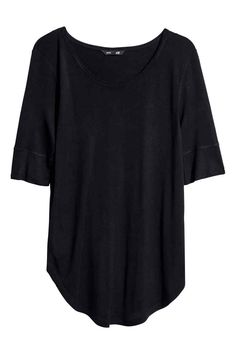 Jersey top: Short-sleeved jersey top with a rounded hem and ribbed cuffs.