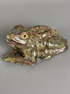 Raku fired ceramic toad sculpture Mugs And Jugs, Pottery Handbuilding, Pottery Classes, Birthday Treats, Horse Hair, Toad, Bunting, Sculpture, Studio